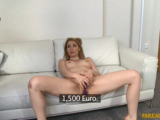 Lola Bambola Long Legs Fucked On The Desk